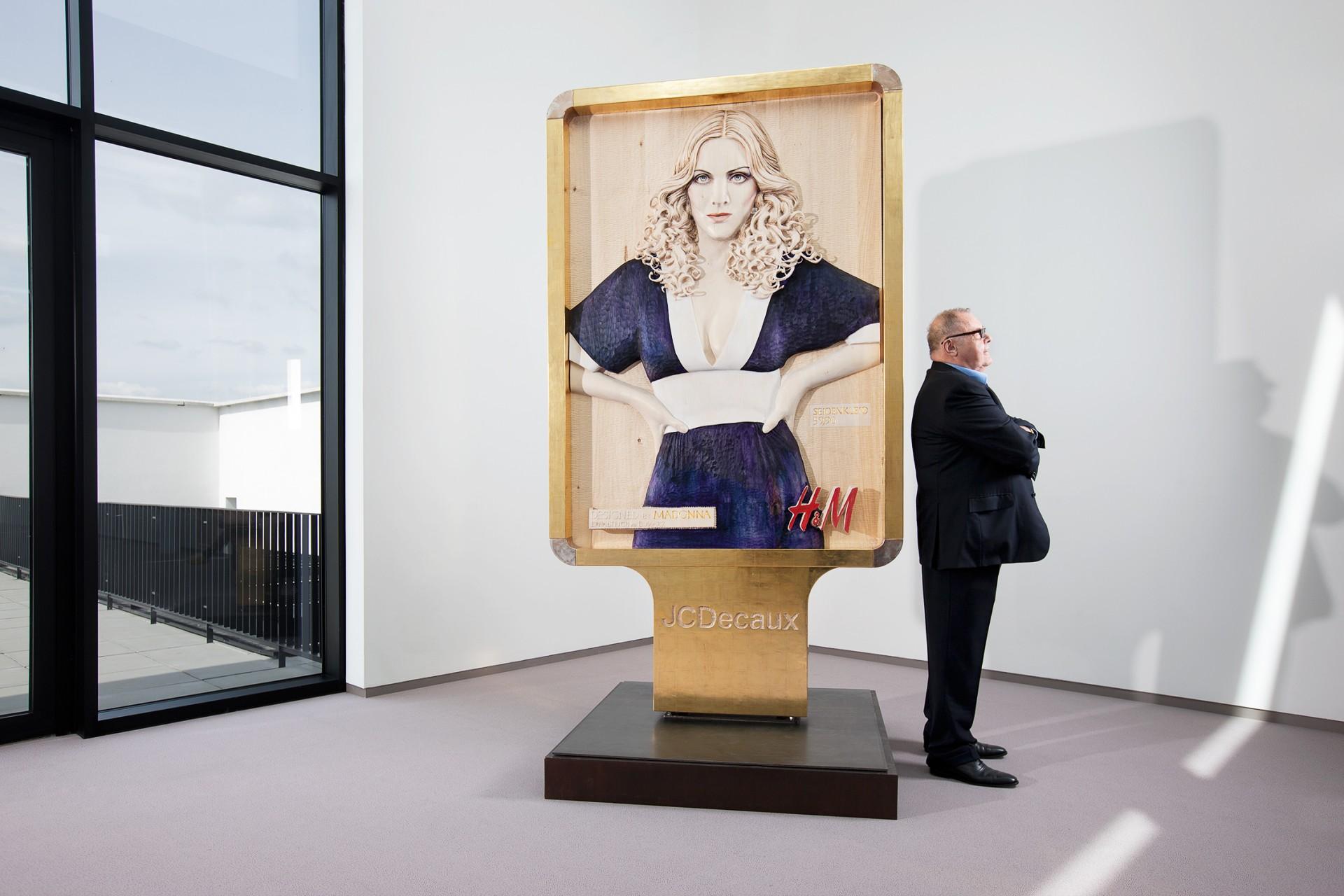 AVANTGAND - Zoob: Hugo Voeten <br/> Madonna / Plakatvitrine by Marc Fromm