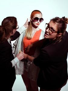AVANTGAND - Zoob: Adelien De Puysseleyr and Marieke De Pauw preparing the model